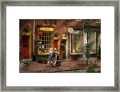 City - Philadelphia, Pa - A Day Out With My Baby Framed Print by Mike Savad