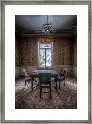Dinner For 4 Framed Print by Nathan Wright
