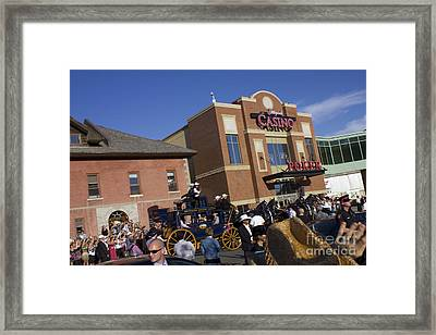 Duke And Duchess Of Cambridge 2 Framed Print by Donna Munro