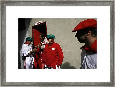 En Capilla Framed Print by Rafa Rivas