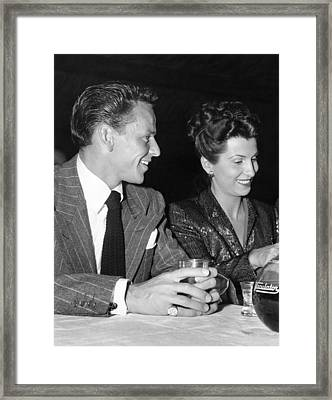 Frank Sinatra And Nancy Framed Print by Underwood Archives