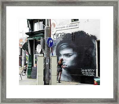 Graffiti Art Tribute To Amy Winehouse - Amsterdam Framed Print by Rona Black