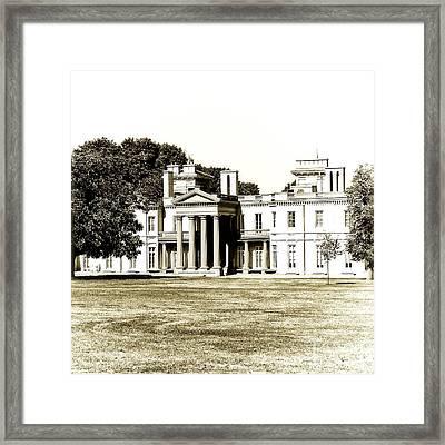 Hamiltons Dundurn Castle  Framed Print by Emilio Lovisa