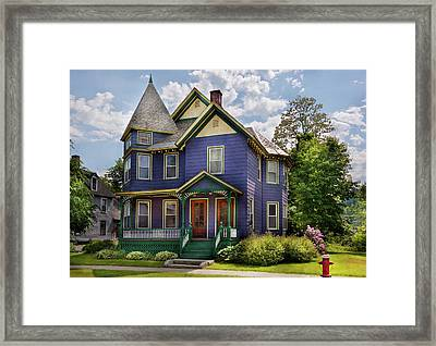 House - Victorian - Waterbury Vt - There Lived An Old Lady Who Lived In A House Framed Print by Mike Savad