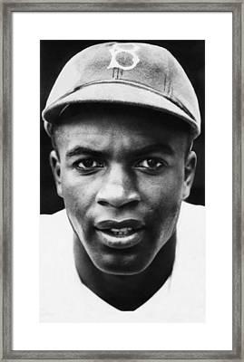 Jackie Robinson, Brooklyn Dodgers, 1947 Framed Print by Everett