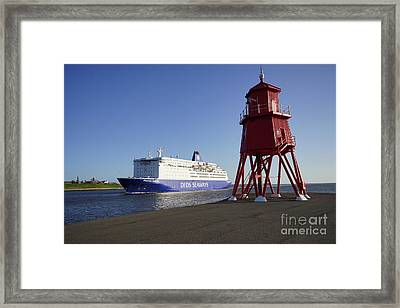 Just Arriving Framed Print by Stephen Smith
