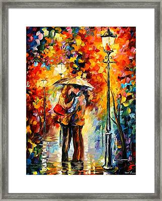 Kiss Under The Rain Framed Print by Leonid Afremov