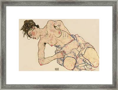 Kneider Weiblicher Halbakt Framed Print by Egon Schiele
