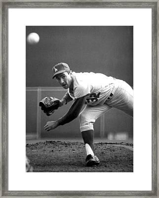 L.a. Dodgers Pitcher Sandy Koufax, 1965 Framed Print by Everett