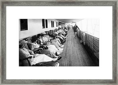 Line Of Ship Passengers Framed Print by Underwood Archives
