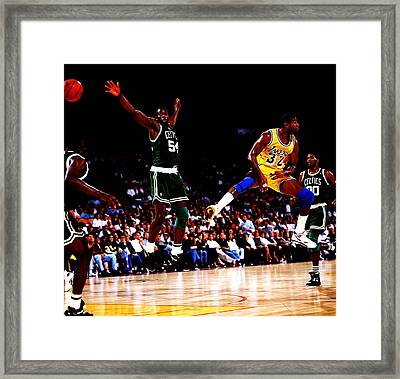 Magic Johnson No Look Pass 7a Framed Print by Brian Reaves