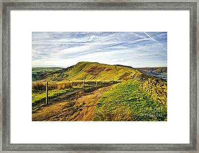 Mam Tor Framed Print by Stephen Smith