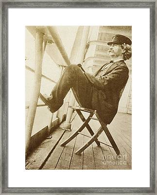 Mark Twain Framed Print by Photo Researchers