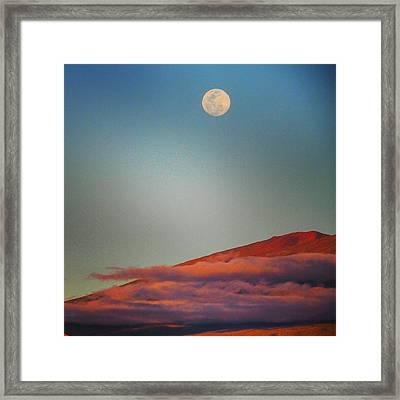 Mauna Kea Moonrise Framed Print by Stephen Green
