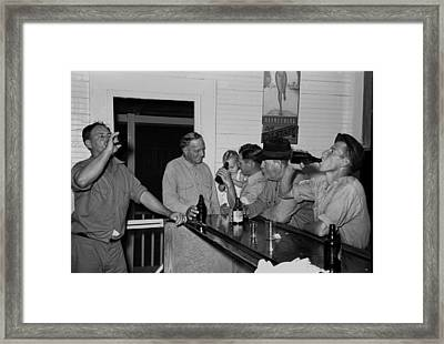 Men Drinking Beer At The Bar Framed Print by Everett