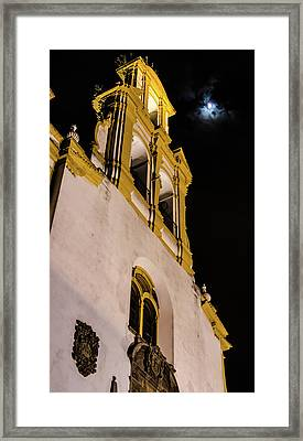 Mirando A La Luna - Looking At The Moon Framed Print by Andrea Mazzocchetti