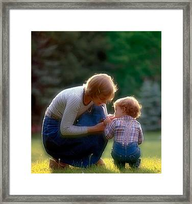 Mother With Kid Framed Print by Juan Carlos Ferro Duque