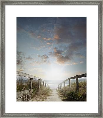 New Day At The Beach Framed Print by Les Cunliffe