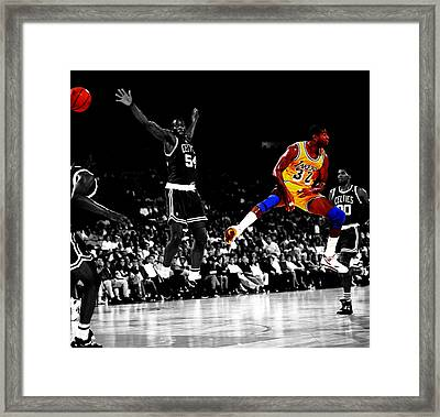 No Look Pass 32 Framed Print by Brian Reaves