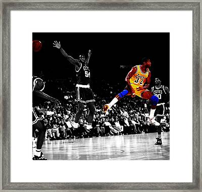 No Look Pass 32a Framed Print by Brian Reaves