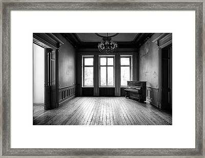 old piano - urban decay abandoned building BW Framed Print by Dirk Ercken