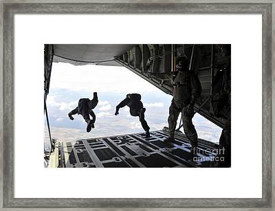 Paratroopers With The Spanish Military Framed Print by Stocktrek Images