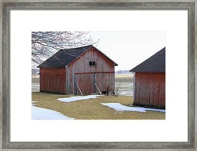 Red Barn In Indiana Framed Print by Suzanne Gaff