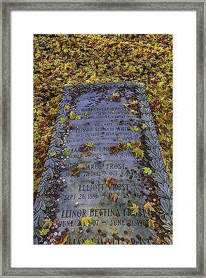 Robert Frosts Grave Framed Print by Garry Gay