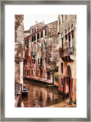 Round The Bend Framed Print by Greg Sharpe