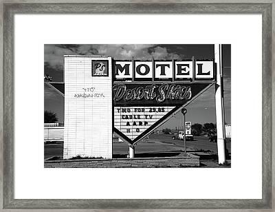 Route 66 - Desert Skies Motel Bw Framed Print by Frank Romeo