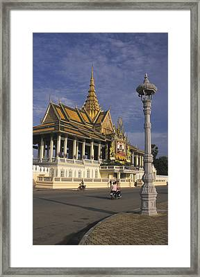 Royal Palaces Exterior Gate Framed Print by Richard Nowitz