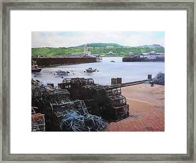 Scarborough Harbour. Framed Print by Harry Robertson