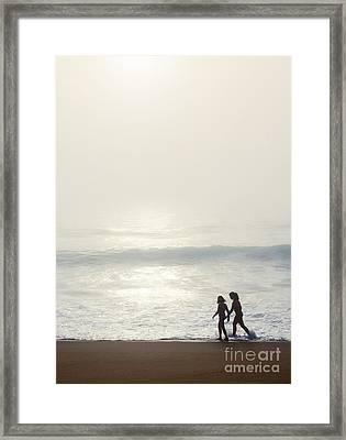 Sisters By The Seashore Framed Print by Carlos Caetano