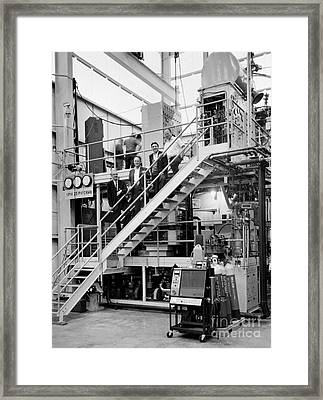 Slac Physicists With Bubble Chamber Framed Print by Science Source