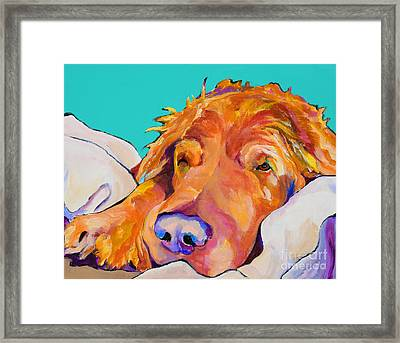 Snoozer King Framed Print by Pat Saunders-White