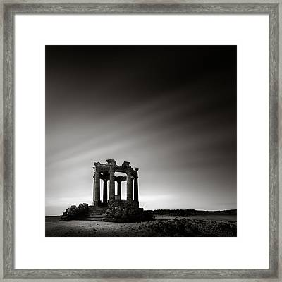 Stonehaven War Memorial Framed Print by Dave Bowman