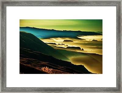 Sunrise Over The Pacific Framed Print by Helen Carson