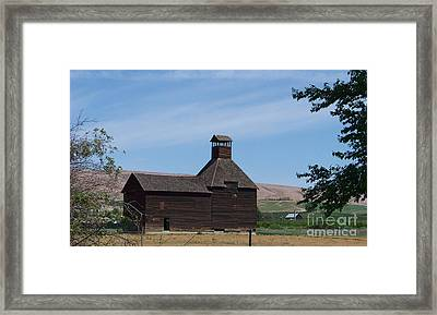 The Iconic Steeple Barn At Donald Framed Print by Charles Robinson