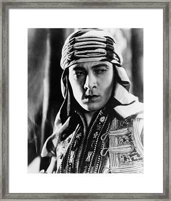The Sheik, Rudolph Valentino, 1921 Framed Print by Everett