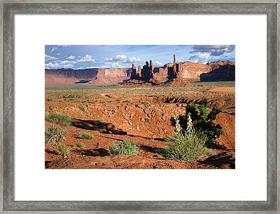 The Yei Bi Chei And Totem Pole In Monument Valley Utah Framed Print by Mary Lee Dereske