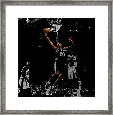 Tim Duncan 2a Framed Print by Brian Reaves