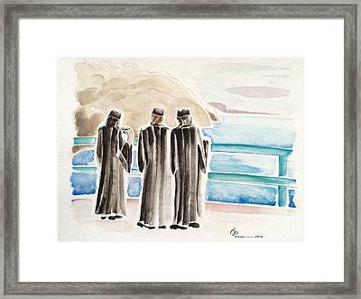 Three Tourists On Catalina Framed Print by Barbara Chase