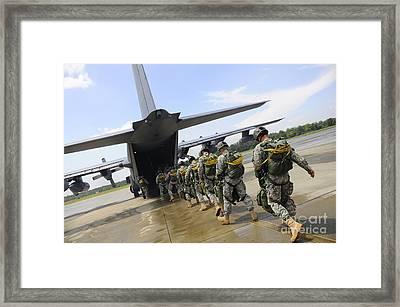 U.s. Army Rangers Board A U.s. Air Framed Print by Stocktrek Images