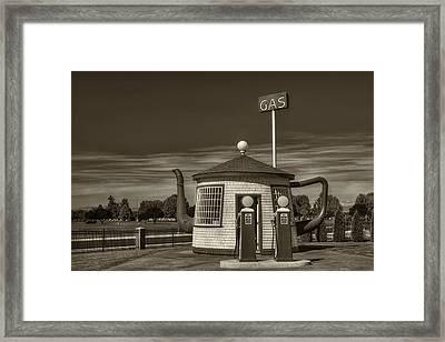 Vintage Gas Station - Zillah Teapot Dome  Framed Print by Mark Kiver
