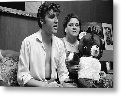 Elvis Presley And His Mother Gladys 1956 Metal Print by The Phillip Harrington Collection