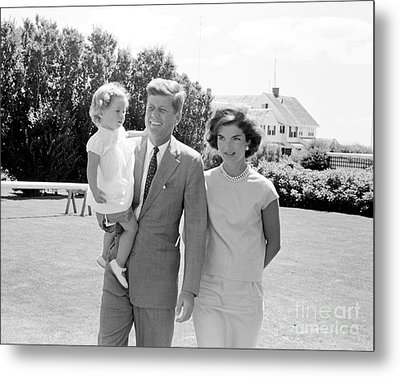 John F. Kennedy With Jacqueline And Caroline 1959 Metal Print by The Phillip Harrington Collection