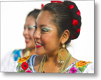 Traditional Ethnic Dancers In Chiapas Mexico Metal Print by David Smith