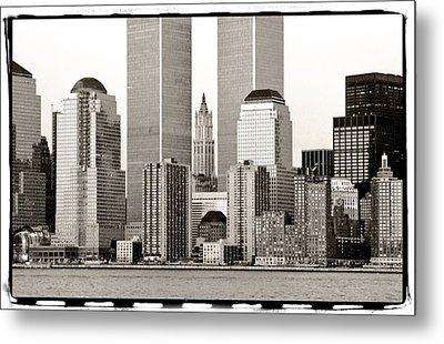 Woolworth Building Between Twin Towers Metal Print by Frank Winters
