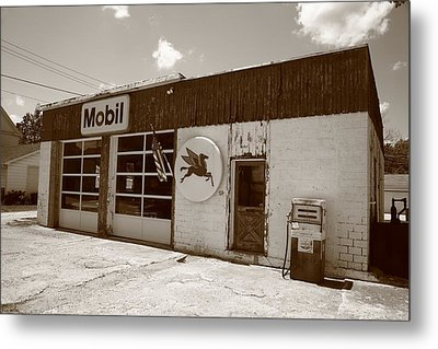 Route 66 - Rusty Mobil Station Metal Print by Frank Romeo