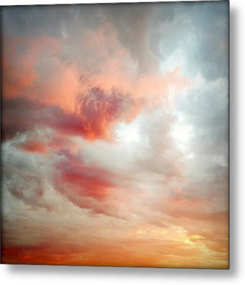 Sunset Sky Metal Print by Les Cunliffe
